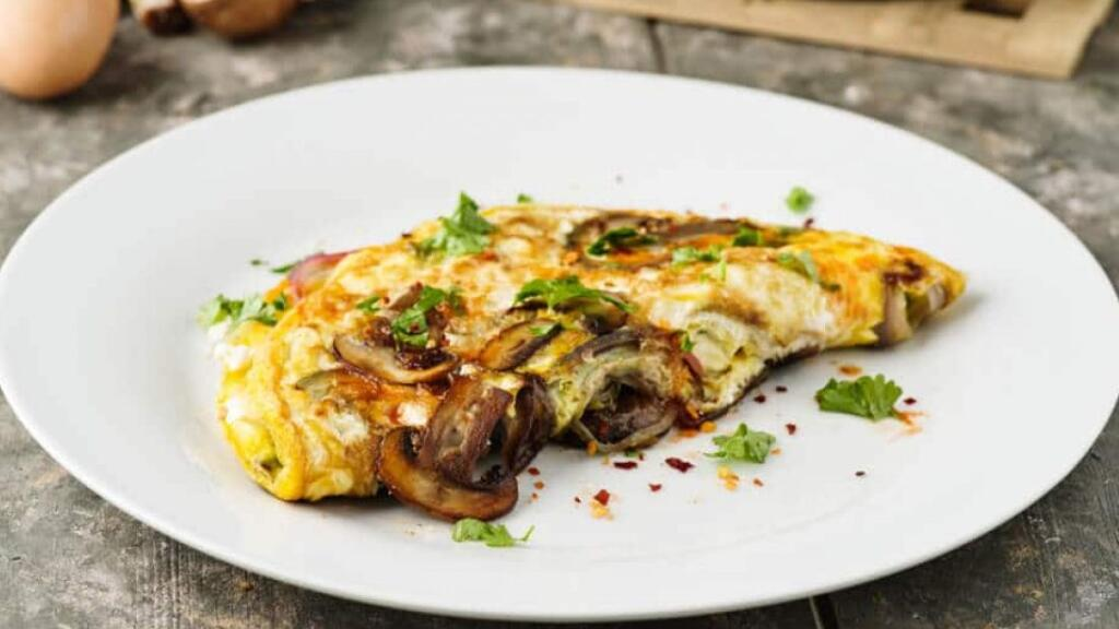 厨房小白必看:法国小哥哥教你做简单的蘑菇煎蛋卷~