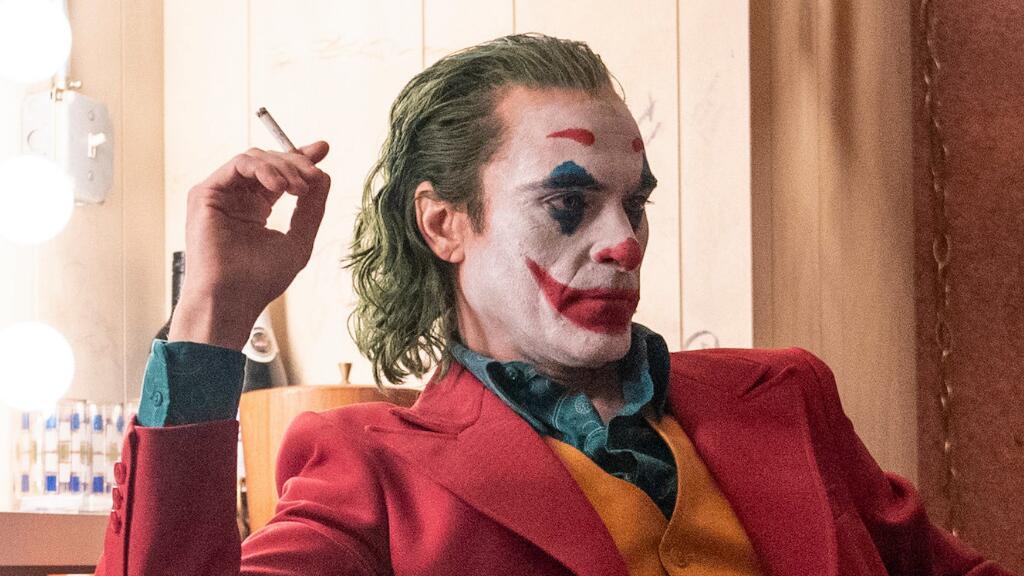 年度被吹爆的高分影片《小丑》,法语预告看起来~